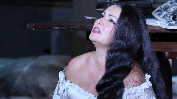 Анна Нетребко в сцене из оперы Джузеппе Верди Дон Карлос в Большом театре