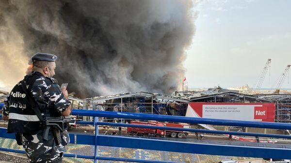 Сильный пожар произошел в порту Бейрута