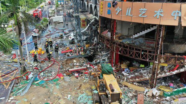 На месте взрыва возле отеля в Чжухае, Китай