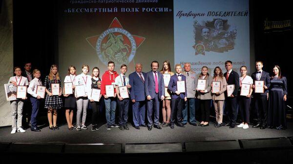 Лауреаты конкурса Правнуки победителей с членами экспертного жюри