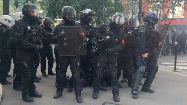 Уличные бои на акции желтых жилетов в Париже