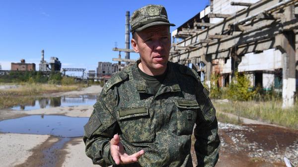 Старший офицер отдела Управления начальника войск РХБ защиты ВС РФ Евгений Вебер