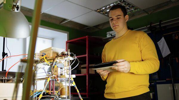 Магистрант Самарского университета имени Королёва Сергей Репин разработал технологию, которая позволит создавать эффективные и дешевые в использовании 3D-принтеры, печатающие металлом