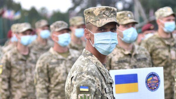 Военнослужащие Украины на церемонии открытия военных совместных военных учений Украины и стран НАТО Rapid Trident-2020