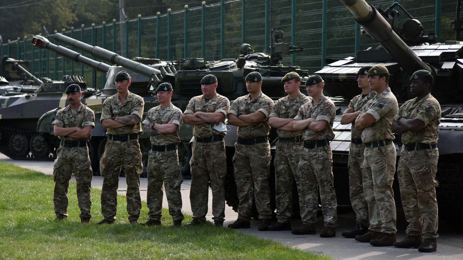 Военнослужащие Великобритании перед началом церемонии открытия совместных военных учений Украины и стран НАТО Rapid Trident-2020 на Яворском полигоне во Львовской области - РИА Новости, 1920, 10.06.2021