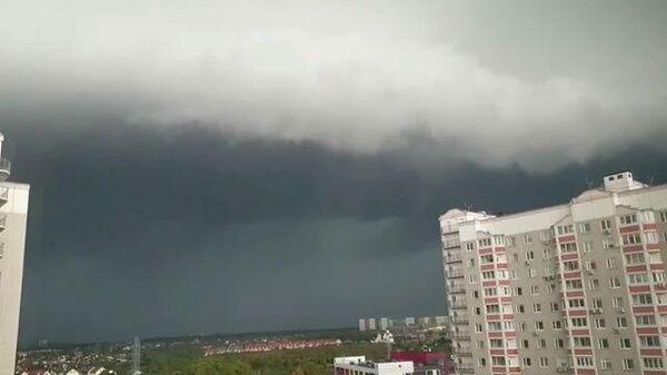 На Москву обрушился ливень: кадры очевидцев
