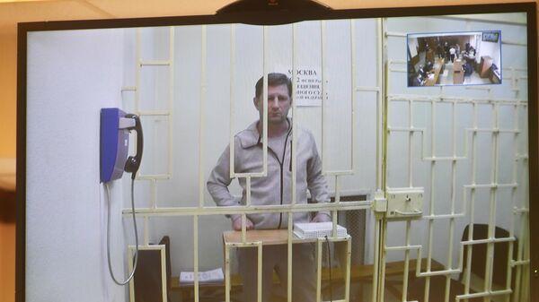 Бывший губернатор Хабаровского края Сергей Фургал участвует по видеосвязи на заседании Мосгорсуда, где проходит рассмотрение апелляционной жалобы на продление его ареста