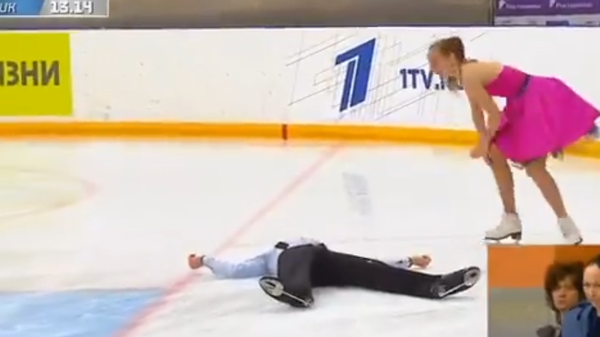 Падение Максима Серова во время ритм-танца