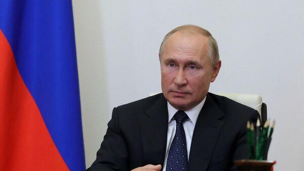 Президент России Владимир Путин во время встречи в режиме видеоконференции с автором гиперзвукового боевого блока Авангард Гербертом Ефремовым