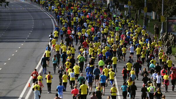 Участники на дистанции Московского марафона — 2020