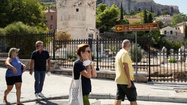 Туристы в районе Плака в Афинах