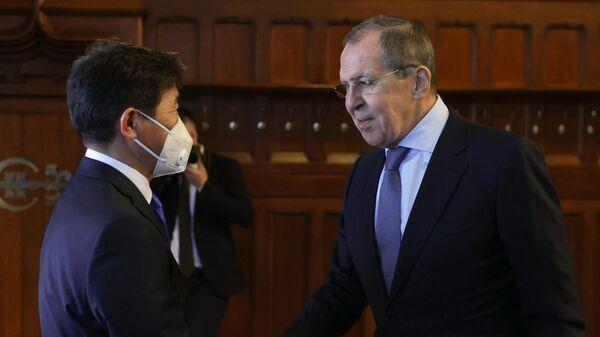 Министр иностранных дел РФ Сергей Лавров и министр иностранных дел Монголии Нямцэрэнгийн Энхтайван