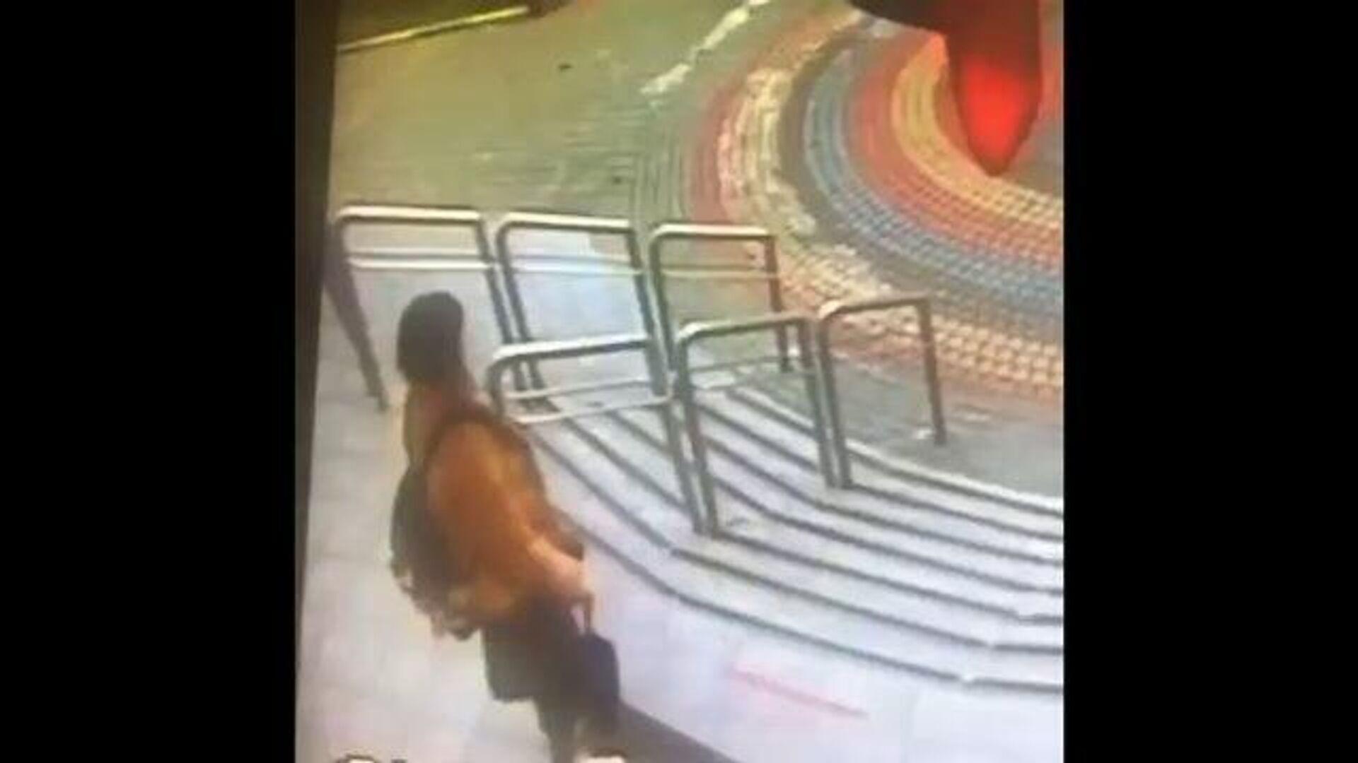 Кадры с камеры видеонаблюдения: в Москве пропала 12-летняя девочка - РИА Новости, 1920, 22.09.2020