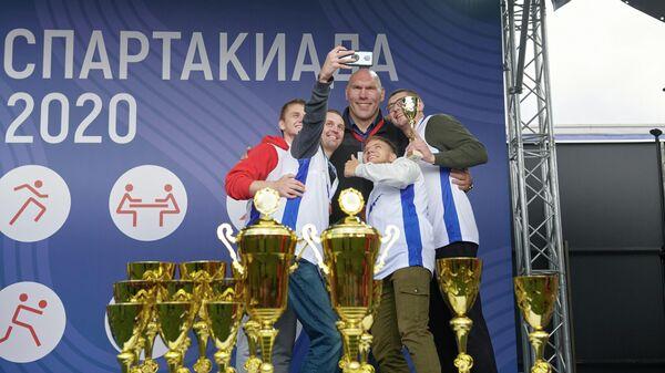 Лицо Спартакиады Николай Валуев с командой победителей