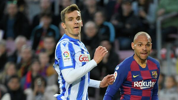 Real Sociedad's Spanish defender Diego Llorente (L) and Barcelonaґs Danish forward Martin Braithwaite eye the ball during the Spanish league football match between FC Barcelona and Real Sociedad at the Camp Nou stadium in Barcelona on March 7, 2020. (Photo by LLUIS GENE / AFP)