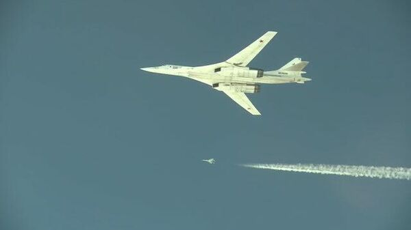 Кадры облета границ Украины и стран НАТО российскими бомбардировщиками Ту-160