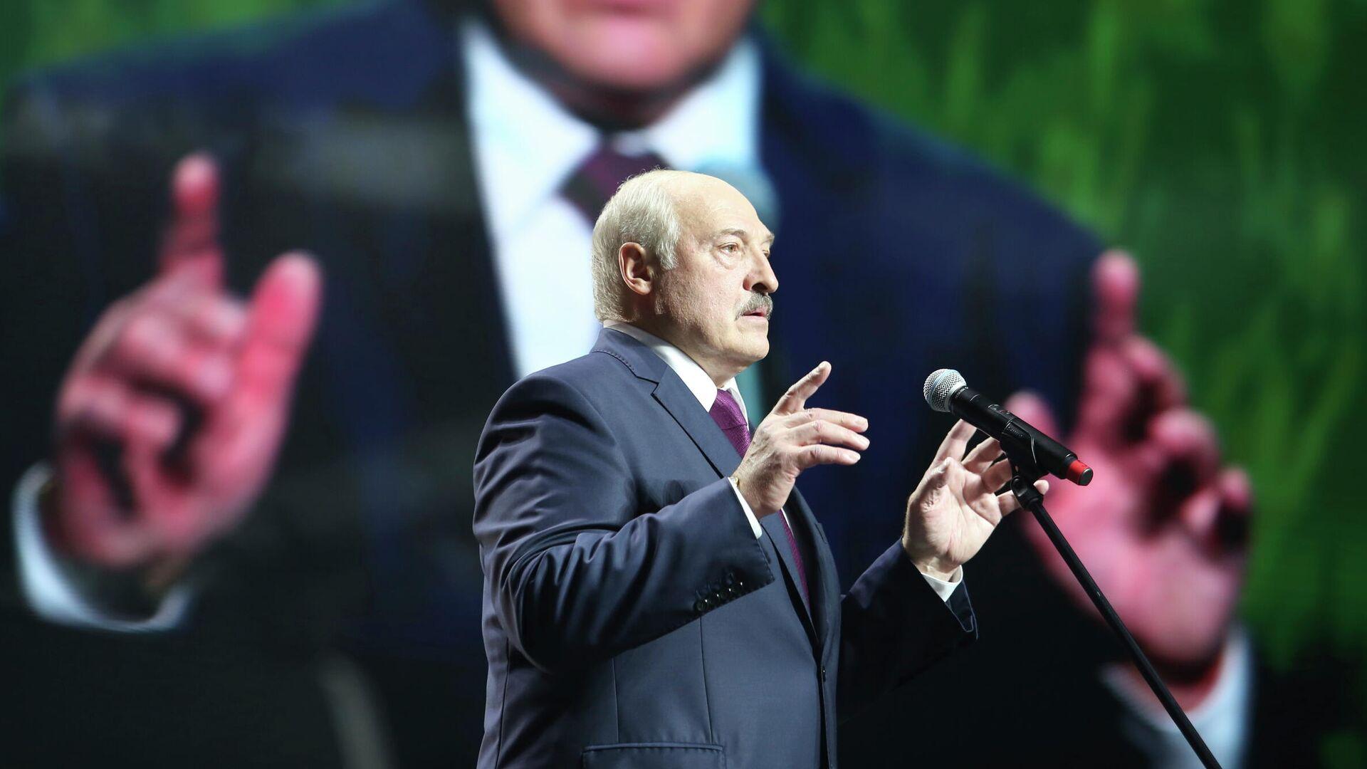 Президент Белоруссии Александр Лукашенко выступает на женском форуме в Минске. 17 сентября 2020 - РИА Новости, 1920, 28.10.2020