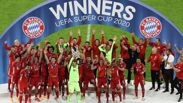 Soccer Football - European Super Cup - Bayern Munich v Sevilla - Puskas Arena, Budapest, Hungary - September 24, 2020. Bayern Munich's Manuel Neuer celebrates with the trophy and teammates after winning the European Super Cup Pool via REUTERS/Laszlo Szirtesi