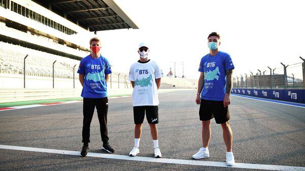 Российские гонщики команд Формулы-1 и Формулы-2 приняли участие в акции Пожалуйста, дышите!