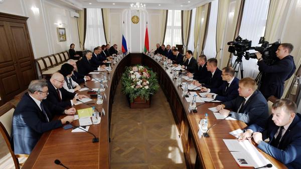 Встреча губернатора Ленинградской области Александра Дрозденко и премьер-министра Республики Беларусь Романа Головченко