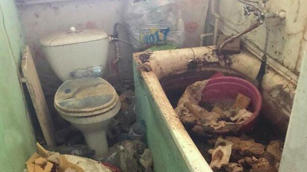 Квартира в Петербурге, заполненная мусором