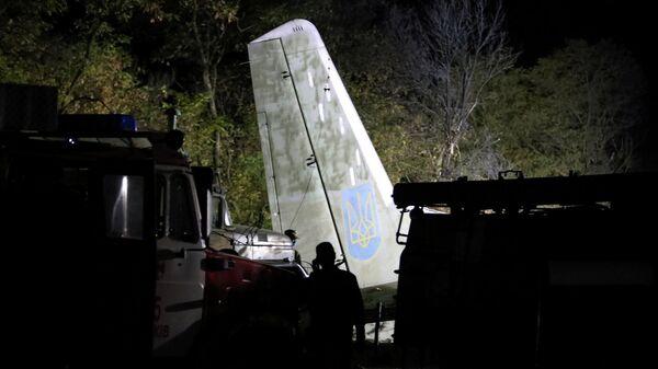 На месте крушения военно-транспортного самолета Ан-26 ВВС Украины под Харьковом