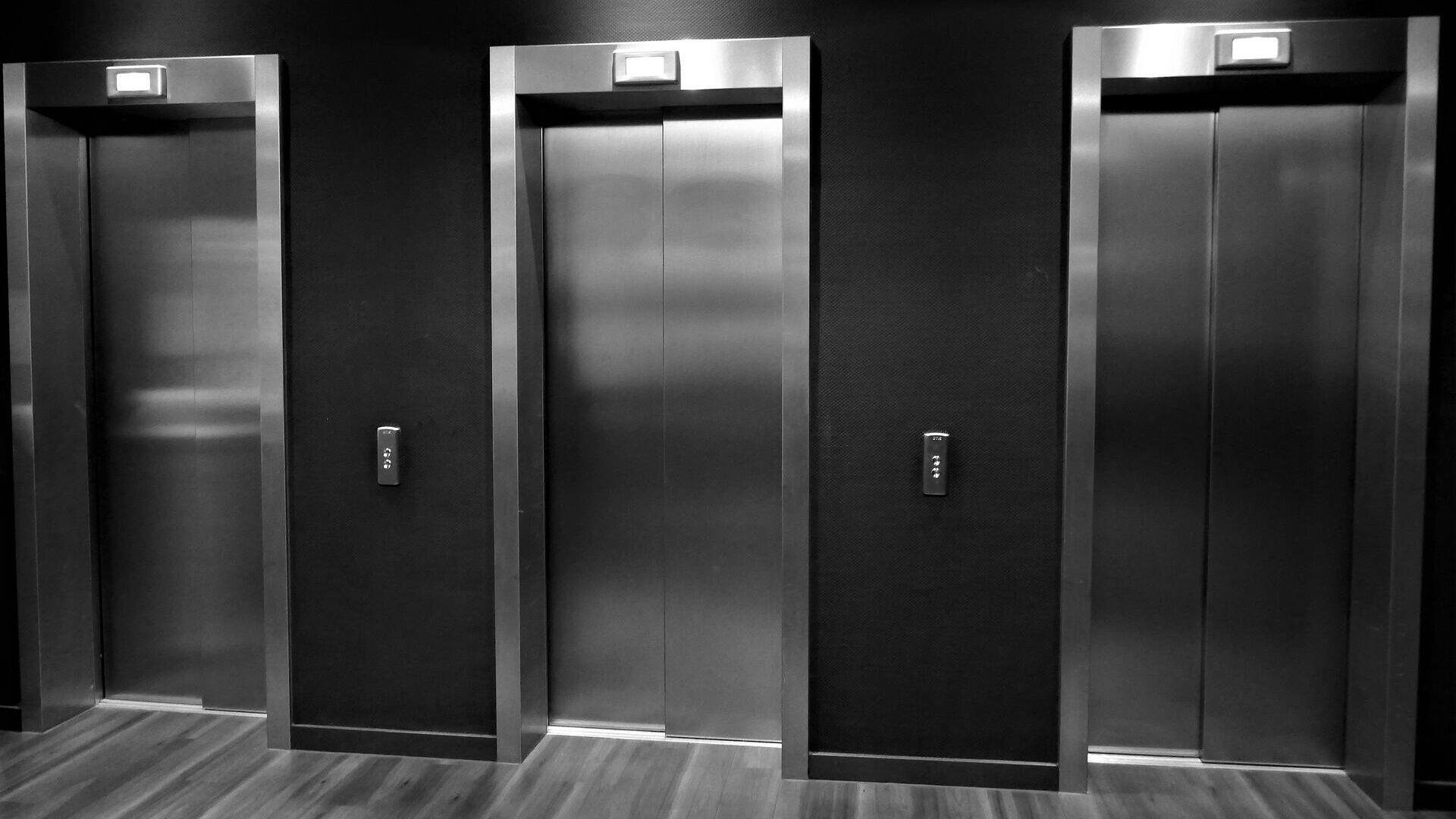1577814520 0:153:1920:1233 1920x0 80 0 0 1d7ba03897de6ff50044fbb6d1b26c02 - Опубликовано видео из кабины застрявшего со студентами лифта