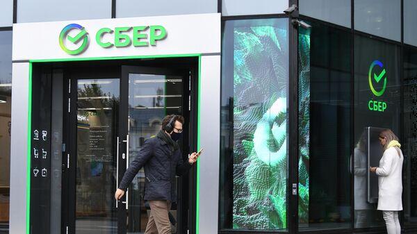 Первый офис Сбербанка в новом формате, открывшийся на Цветном бульваре в Москве