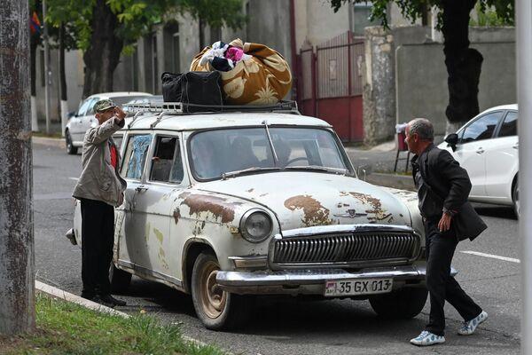 Мирные жители в Степанакерте, Нагорный Карабах