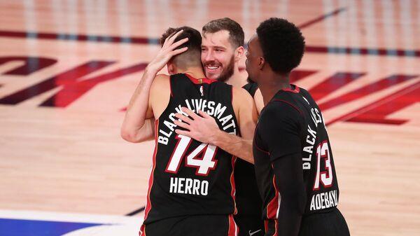 Баскетболисты Майами Хит в матче НБА