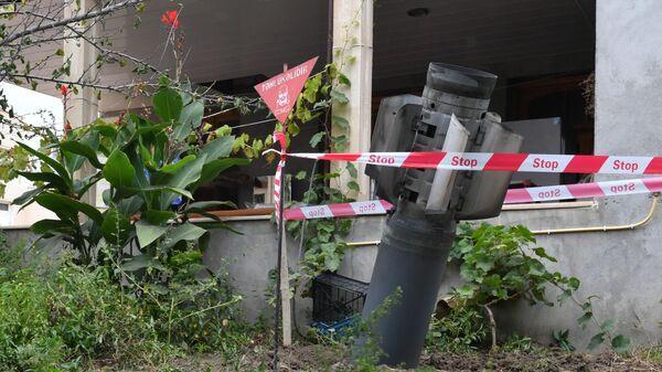 Неразорвашаяся ракета во дворе жилого дома в городе Гянджа