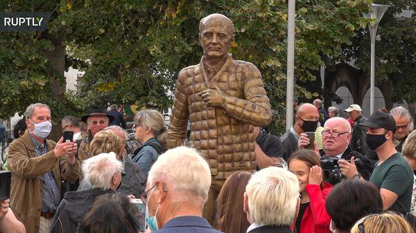 Торжественное открытие памятника Михаилу Горбачеву по случаю 30-го Дня германского единства в Дессау-Рослау