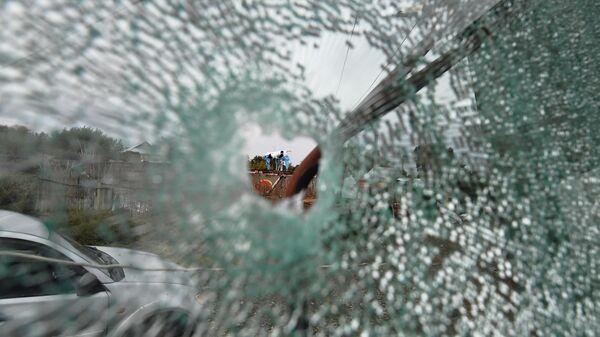 Вид на территорию дома, пострадавшего от обстрела в азербайджанском селе Сарыджалы