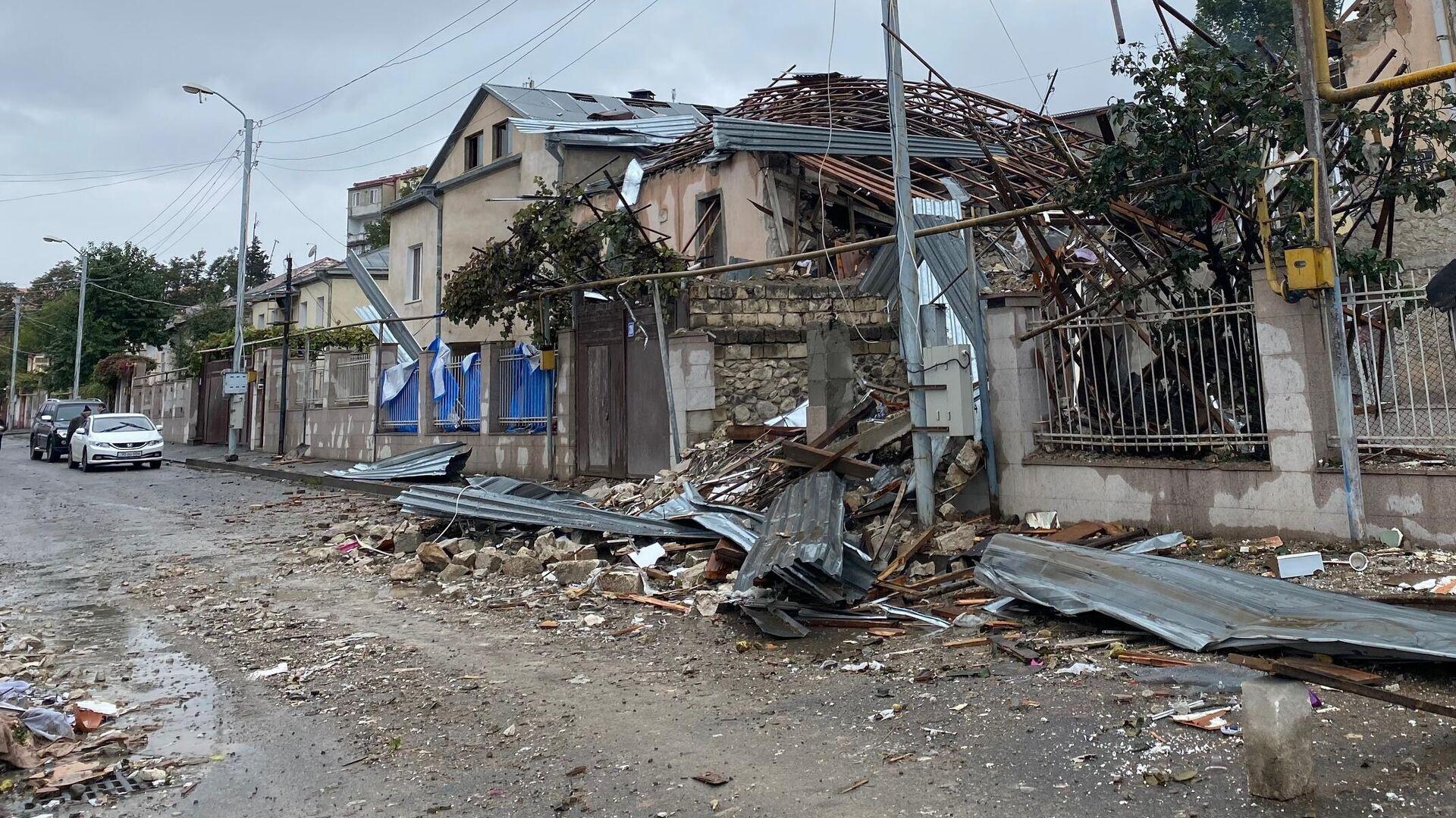 Дома в Степанакерте, разрушенные после обстрела - РИА Новости, 1920, 07.10.2020