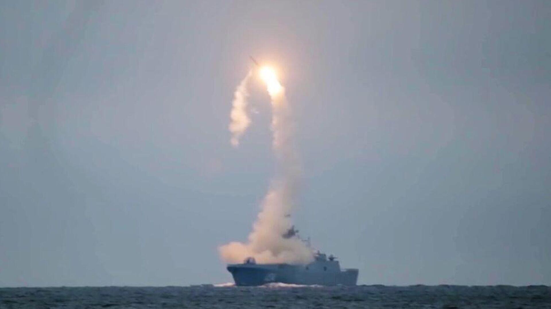 Первый запуск гиперзвуковой ракеты Циркон с фрегата Адмирал Горшков в Белом море по морской цели в Баренцевом море - РИА Новости, 1920, 09.11.2020