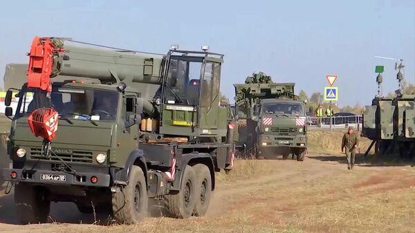 Развертывание лагеря подразделений Инженерных войск недалеко от места взрывов на бывших военных складах в Рязанской области