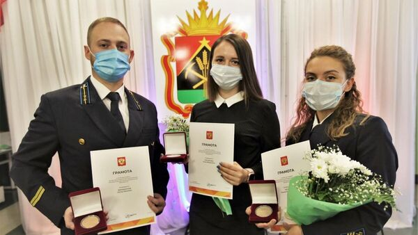 Волонтеры компании СУЭК, награжденные памятными медалями за бескорыстный вклад в организацию Общероссийской акции взаимопомощи #МыВместе