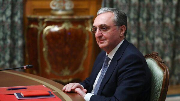 Министр иностранных дел Армении Зограб Мнацаканян на трехсторонних переговорах в Дом приемов МИД России
