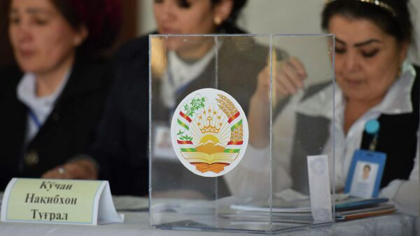 Избирательный участок в Душанбе, где проходит голосование на выборах в нижнюю палату парламента Таджикистана