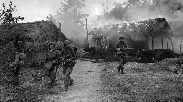 Корейская война. Американские военные в Сукчене, Северная Корея. 20 октября 1950 года