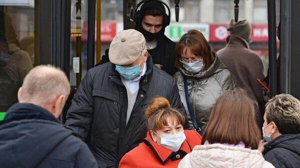 Пассажиры общественного транспорта в Екатеринбурге