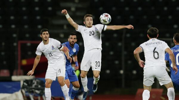 Игровой момент матча сборных Азербайджана и Кипра
