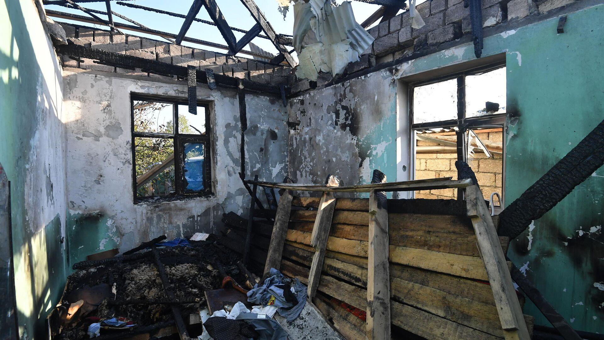 Жилой дом, разрушенный в результате обстрелов в Агдамском районе - РИА Новости, 1920, 14.10.2020