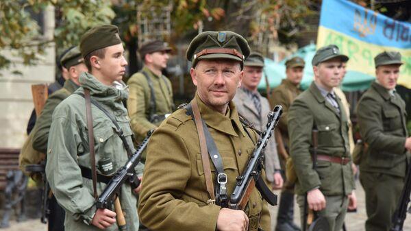Марш националистов во Львове в честь создания Украинской повстанческой армии