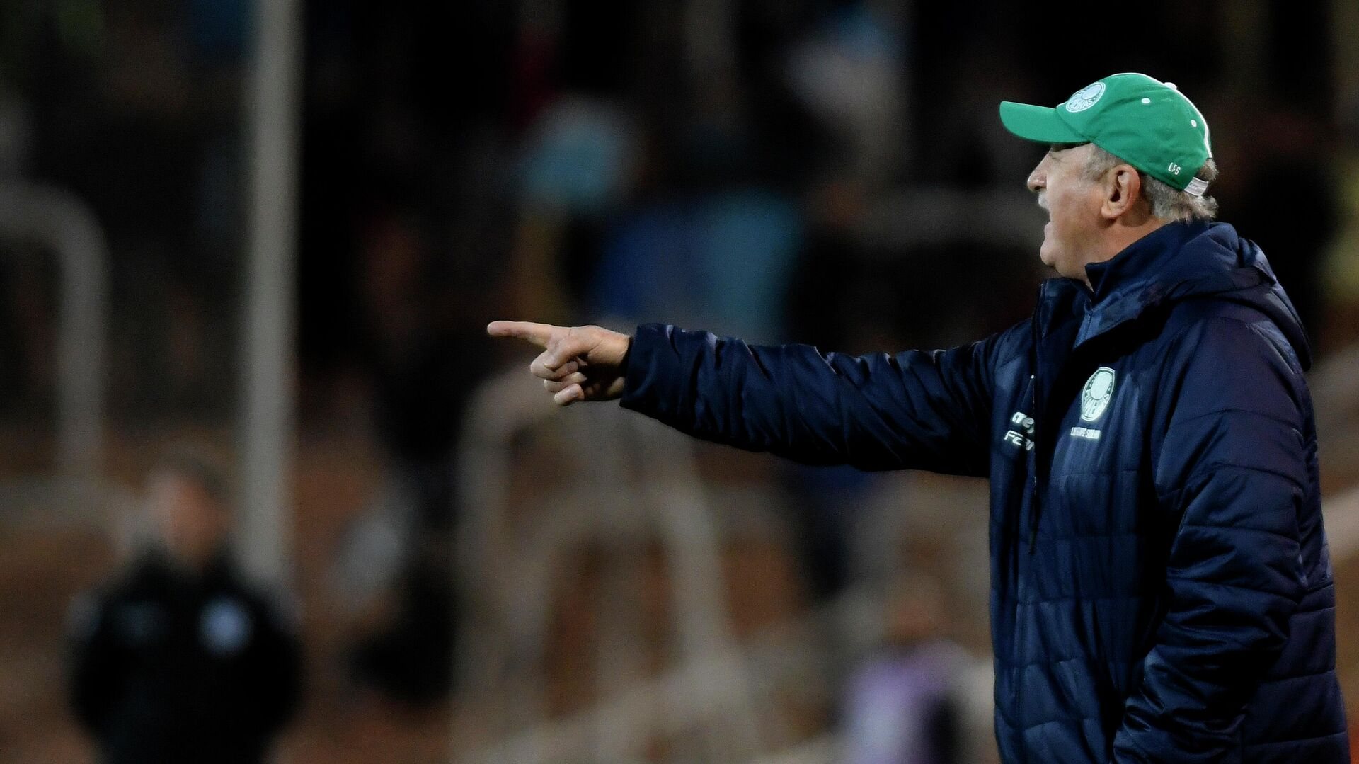 The coach of Brazilian team Palmeiras, Luiz Felipe Scolari, gives instructions during the Copa Libertadores football match against Argentina's Godoy Cruz, at the Malvinas Argentinas stadium in Mendoza, Argentina, on July 23, 2019. (Photo by Andres Larrovere / AFP) - РИА Новости, 1920, 16.10.2020
