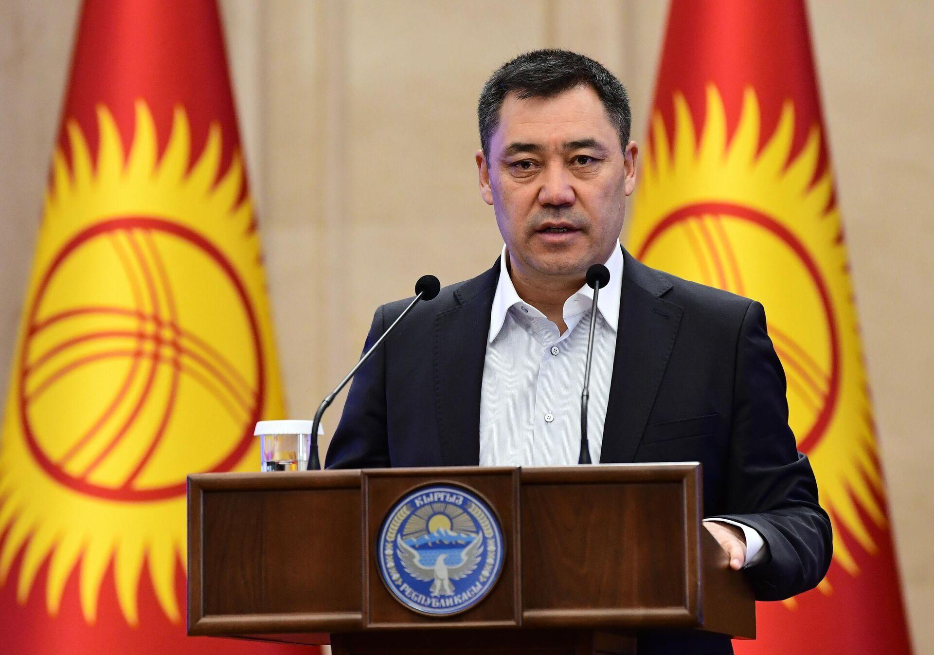 Премьер-министр Киргизии Садыр Жапаров выступает на внеочередном заседании парламента в Бишкеке - РИА Новости, 1920, 20.11.2020