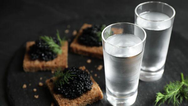 Водка с хлебом и черной икрой