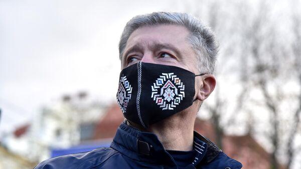 Экс-президент Украины, депутат Верховной рады Украины Петр Порошенко после выступления накануне региональных выборов на Украине