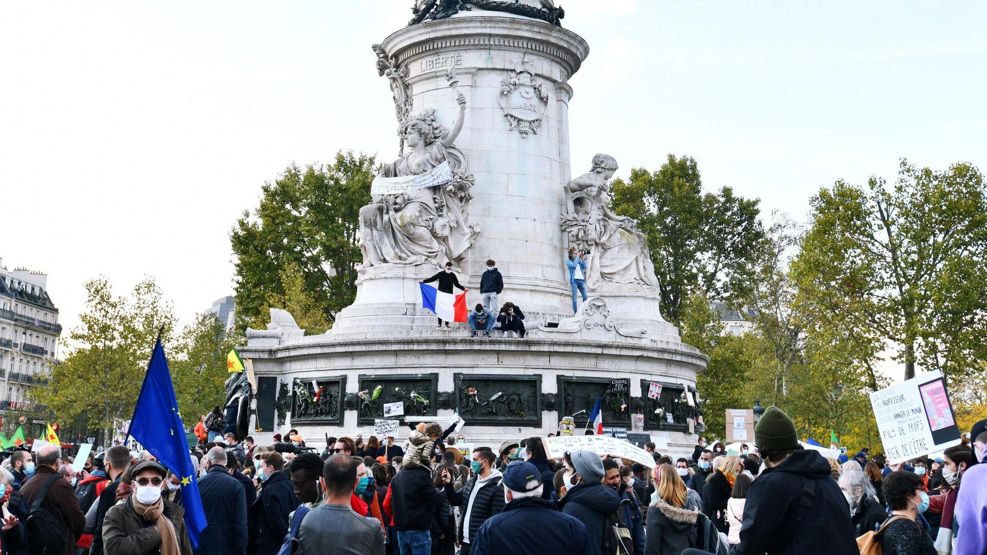 Участники акции памяти на площади Республики в Париже - РИА Новости, 1920, 19.10.2020
