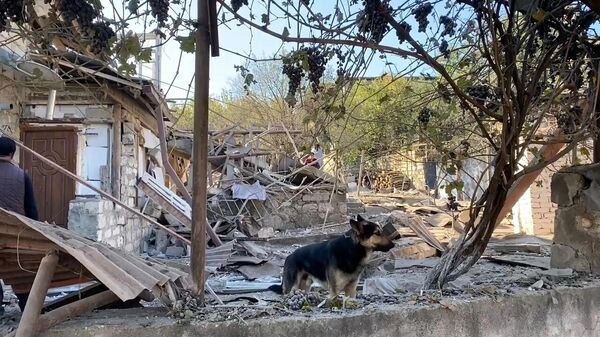 Дом, поврежденный в результате обстрелов Степанакерта